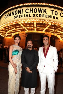 Deepika Padukone (left) and Akshay Kumar (right) flank director Nikhil Advani at a screening of Chandni Chowk to China on the Warner Bros. lot.