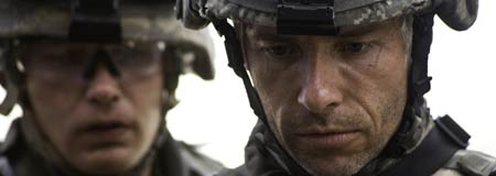 Brian Geraghty and Guy Pearce in The Hurt Locker