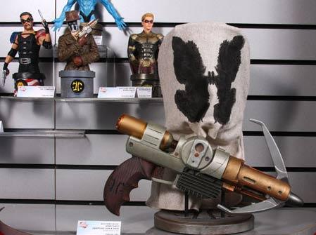 Rorschach Grappling Gun and Mask prop replica set from DC Direct