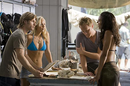 Mark Kubr - Laura Vandervoort - David Anders and Marsha Thomason in Into the Blue 2: The Reef