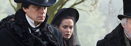Emily Blunt and Benicio Del Toro in the Joe Johnston film The Wolfman