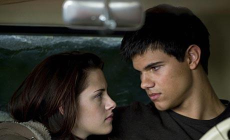 Kristen Stewart and Taylor Lautner in The Twilight Saga: New Moon