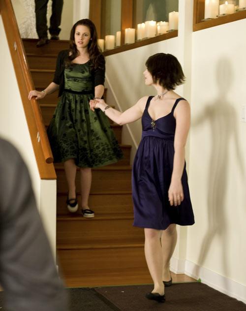 Kristen Stewart and Ashley Greene in The Twilight Saga: New Moon