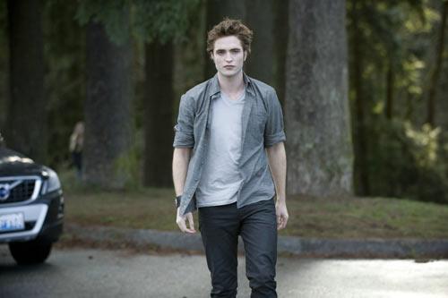 Robert Pattinson is Edward Cullen in The Twilight Saga: New Moon