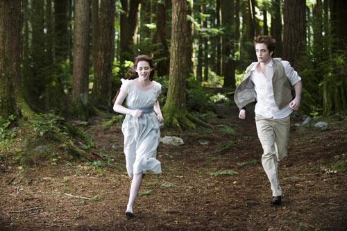 Kristen Stewart and Robert Pattinson in The Twilight Saga: New Moon
