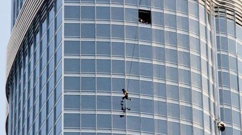 Tom Cruise films stunt on Burj Tower in Dubai