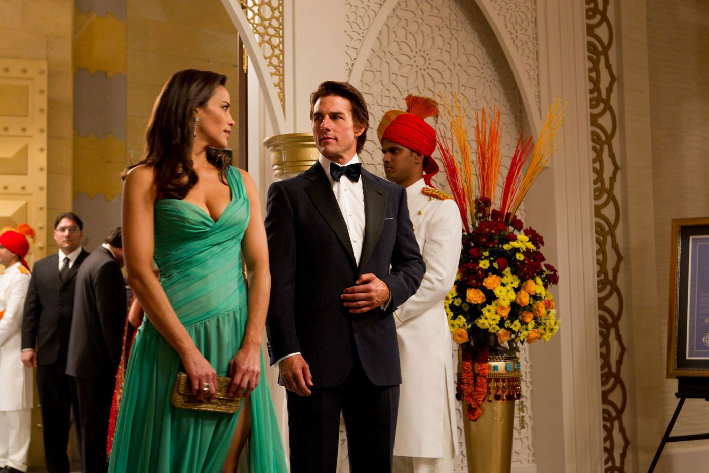 Paula Patton and Tom Cruise in Mission: Impossible - Ghost Protocol