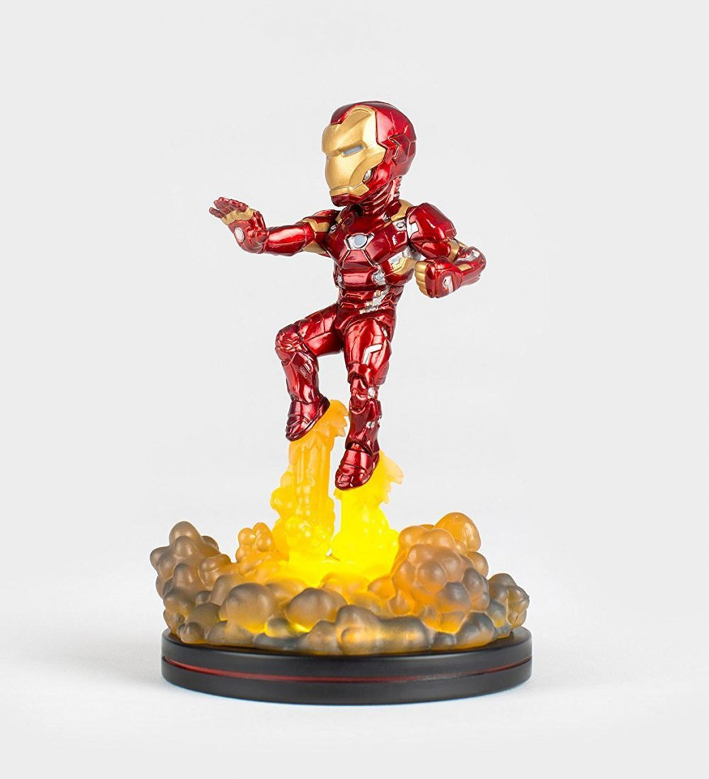 Captain America: Civil War QMx Iron Man with Light-Up Base Q-Fig FX Diorama