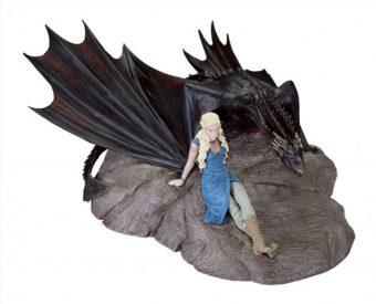 Dark Horse Game of Thrones Emilia Clarke as Daenerys Targaryen with Drogon Statuette