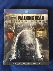 The Walking Dead: The Complete First Season 3-Disc Blu-ray Special Edition with Exclusive Cryptozoic Trading Card
