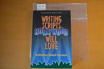 Writing Scripts Hollywood Will Love (Revised Edition, 2000) [193154]