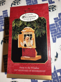 Hallmark Keepsake Ornament Collector's Club Exclusive – Away to the Window 1997 Keepsake of Membership