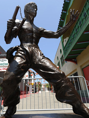 Bruce Lee memorialized with 7 foot statue in Los Angeles